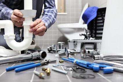 Quelques astuces simples pour déboucher un évier bouché