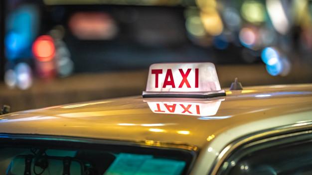 Pourquoi choisir un chauffeur privé au lieu d'un taxi pour vos transferts au Quotidien ?