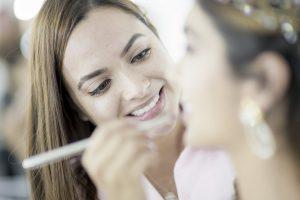 Débuter une carrière dans le maquillage permanent