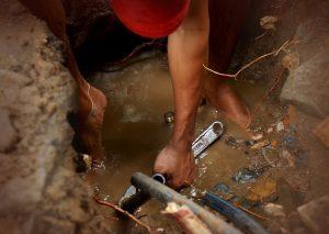 un plombier pour réparer fuites d'eau
